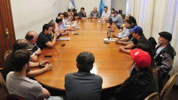 el gobierno intervino en el conflicto pesquero y se avanza en una mesa de dialogo