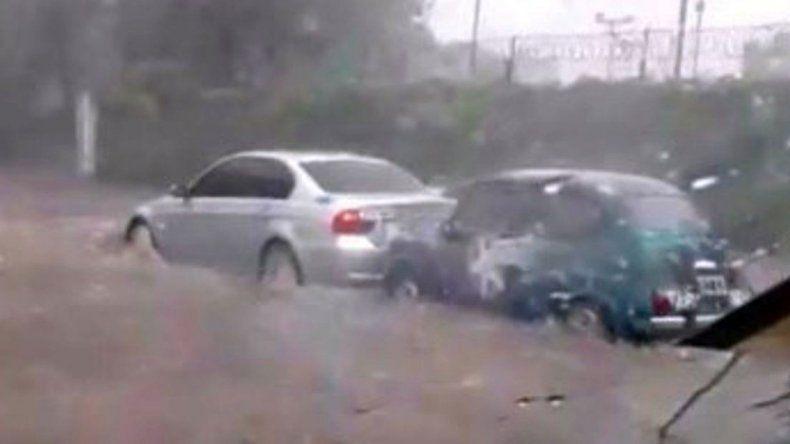 Un Fiat 600 salvó a un BMW en una inundación