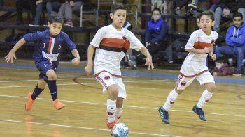 El fútbol de salón de la Asociación Promocional continuó con más partidos el último domingo.