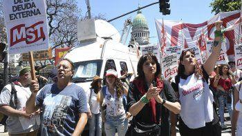 El MST fue uno de los movimientos que protestó frente a las puertas del Congreso.