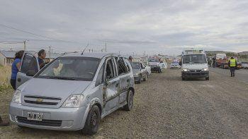 Una Chevrolet Meriva impactó contra el carretón de un camión Scania en la ruta Nacional 3, a la altura de Kilómetro 14 en la Zona Norte. Tres personas tuvieron que ser trasladas al Hospital Regional.