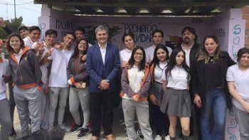 Con mensajes sobre las Islas Malvinas y el ARA San Juan, los estudiantes repararon dos garitas del barrio José Fuchs.