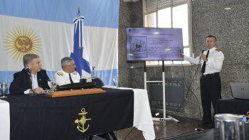 Oscar Aguad, José Luis Villán y Enrique Balbi en la conferencia de prensa que ofrecieron ayer en la sede de la Armada.