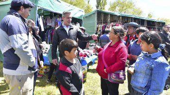 El gobernador Mariano Arcioni durante las actividades que desarrolló ayer en Ricardo Rojas.