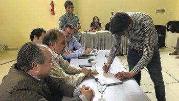 La licitación de ayer fue para mejorarles la calidad de vida a habitantes de San Cayetano; Castelli; Roque González y predio de la antena de Radio Nacional.