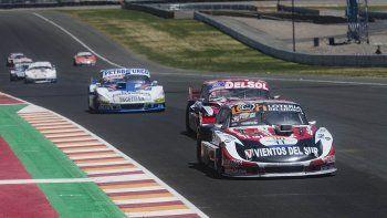 El Torino de Gustavo Micheloud durante la cuarta fecha de la Copa del Plata del TC Pista en el autódromo El Villicum de San Juan.