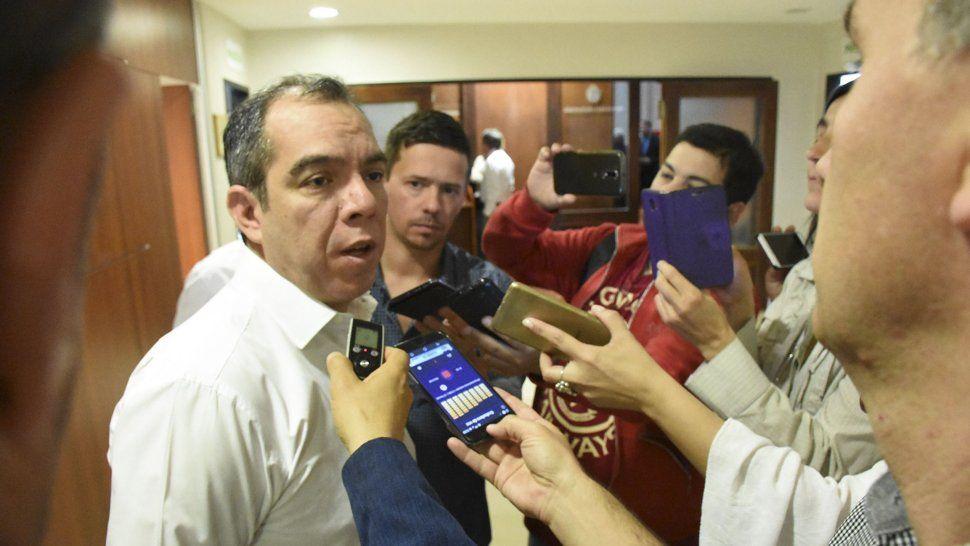 José Grazzini confirmó que ingresaron los vetos a la Legislatura. En la sesión de mañana podrían insistir con su decisión. Necesitan dos votos más que los que tuvieron el jueves 8.