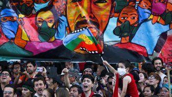 renuncia un gobernador chileno por el asesinato de un mapuche