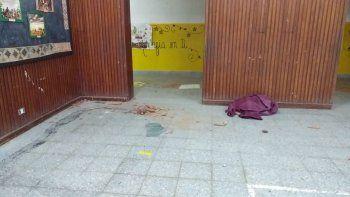 un grupo de chicos provoco destrozos en la escuela 27