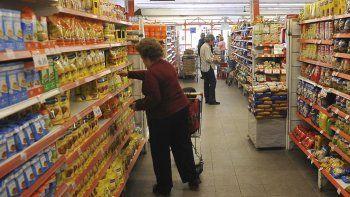 la canasta que mide la pobreza subio 55,8%, seis puntos mas que la inflacion