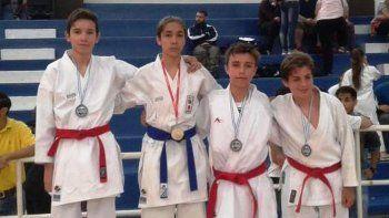 Mateo Navarro, Luka Salesky y Rodrigo González en el podio.