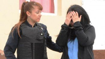 La funcionaria de la Justicia provincial fue trasladada al Juzgado federal por personal policial femenino de la Comisaría Cuarta, donde permanece detenida.