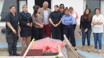 Jorge Soloaga entregó juegos infantiles a la Comisaría de la Mujer de Caleta Olivia.