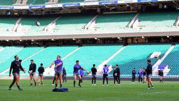 Los Pumas entrenando ayer en el estadio Twickenham de Londres donde hoy se enfrentarán con los Barbarians.