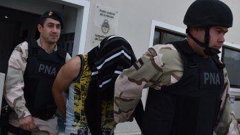 Integrantes de Albatros, el grupo de élite de la Prefectura Naval Argentina, montaron un estricto operativo de seguridad en el traslado y retiro de los dos suboficiales de la misma institución.