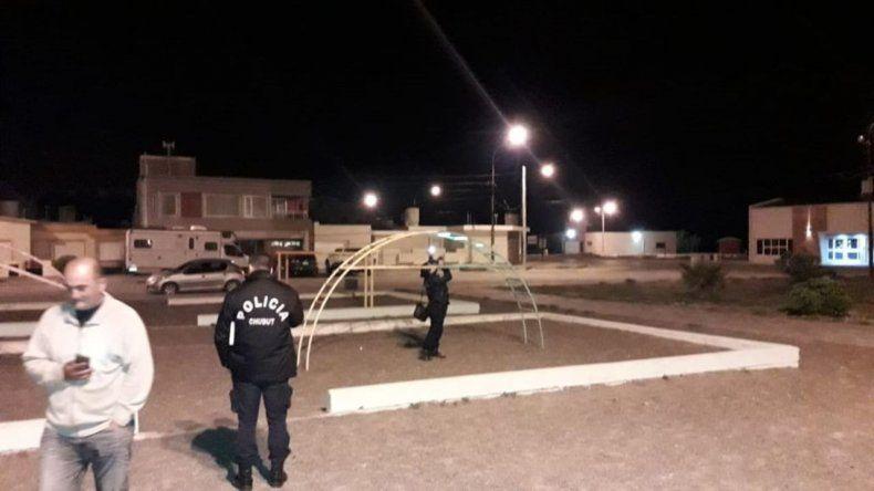 Dos niñas se habrían intoxicado mientras jugaban en el pasamanos de una plaza