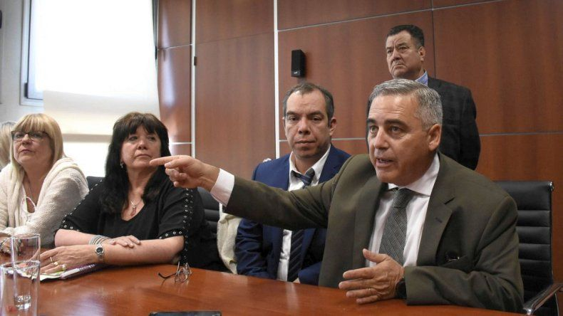 La oposición acusa a Provincia por la amenaza de bomba
