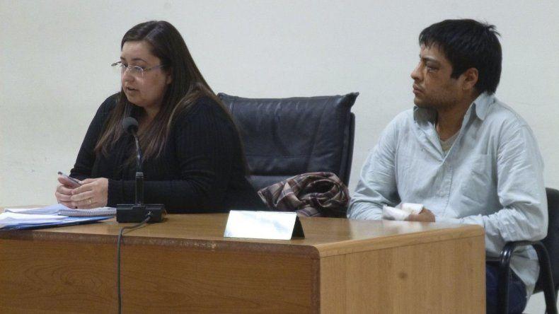 Mario Díaz junto a la defensora pública Lilián Bórquez.