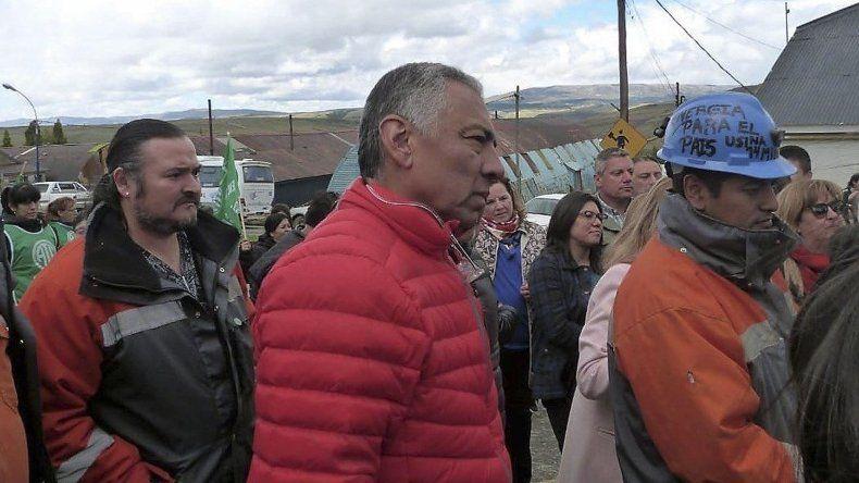 El presidente de la comisión de fomento de Cañadón Seco estuvo en Río Turbio para acompañar a los mineros en la celebración del Día de Santa Bárbara.