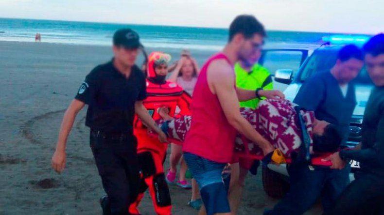 Rescataron en Playa Bonita a un kayakista a la deriva con principio de hipotermia