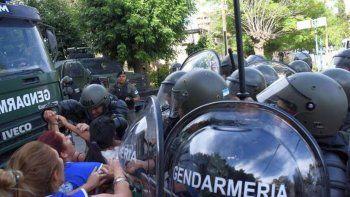 gendarmeria desalojo la universidad de rio negro y reprimio a trabajadores