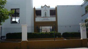 un colegio catolico echo a alumnos que defendieron a un companero gay
