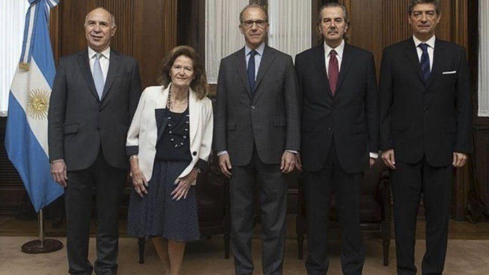 Los cinco ministros que integran la Corte Suprema de Justicia de la Nación rechazaron por unanimidad el planteo de inconstitucionalidad de la Ley de Lemas en Santa Cruz.