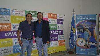 El organizador Carlos Barría y el presidente de Chubut Deportes Walter Ñonquepán presentaron la 19ª edición del Medio Maratón al Paraíso.