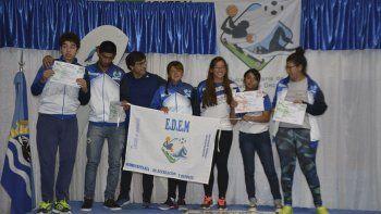 Rocío Calisto (centro) fue elegida como la deportista 2018 de localidad santacruceña de Puerto Deseado