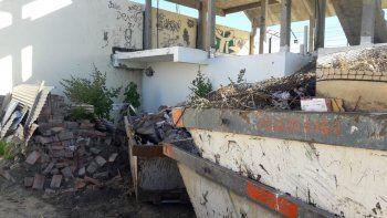 multaron a una empresa transportista por acumular residuos en la via publica