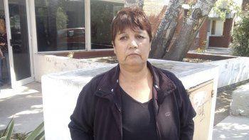 Olga Cañupan al retirarse ayer de la Oficina Judicial de Comodoro Rivadavia.