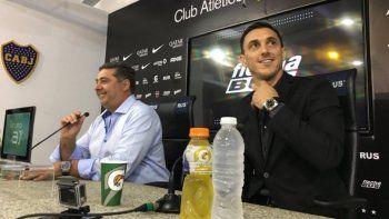 El flamante director deportivo Nicolás Burdisso, junto al presidente de Boca Juniors Daniel Angelici.