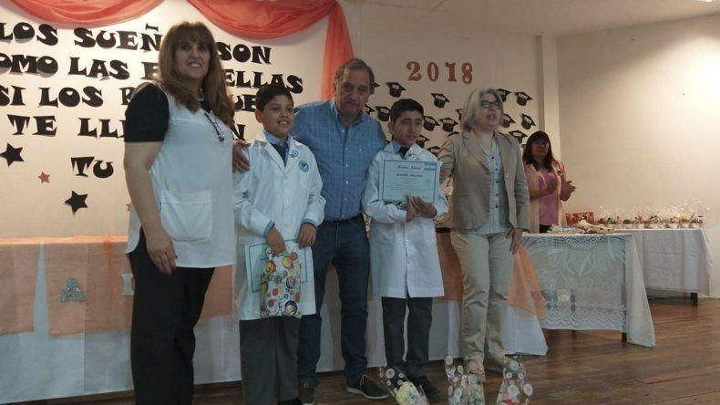 Linares asistió al acto de fin de ciclo en la escuela primaria del San Cayetano.