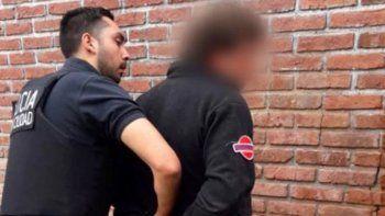 detuvieron a un hombre que le pagaba a una mujer para violar a su hija de 6 anos