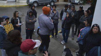 Un grupo de desocupados de Caleta Olivia llevó ayer sus reclamos al Concejo Deliberante.