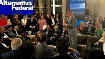 Arcioni fue orador en un Encuentro del Peronismo Federal