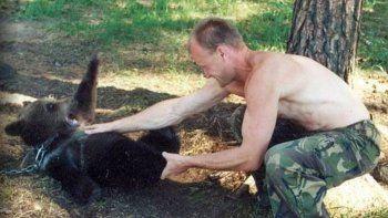 Crió un oso y terminó devorado