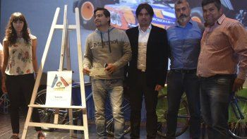 Al artista plástico Angel Maximiliano Vargas, ganó el concurso de diseño del logotipo que identificará a la Supervisión Municipal de Tránsito.