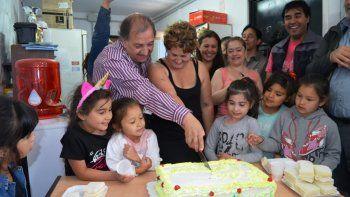 El intendente participó del tradicional corte de la torta.