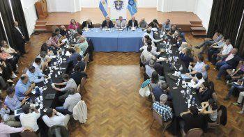 Arcioni planteó la agenda de trabajo para 2019 en una reunión de gabinete