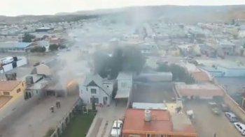 Un dron captó el incendio de una casa en el barrio Juan XXIII