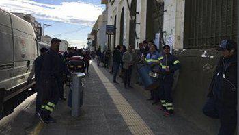 La protesta que los trabajadores del Correo Argentino protagonizaron ayer en Comodoro Rivadavia.