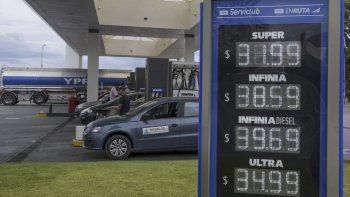 Los precios que YPF exhibe desde ayer en sus estaciones de Comodoro Rivadavia.