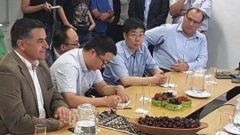 El ministro Alonso junto a empresarios chinos.
