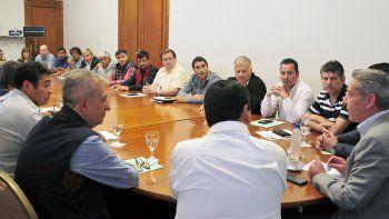 Arcioni se reunió con intendentes y jefes comunales