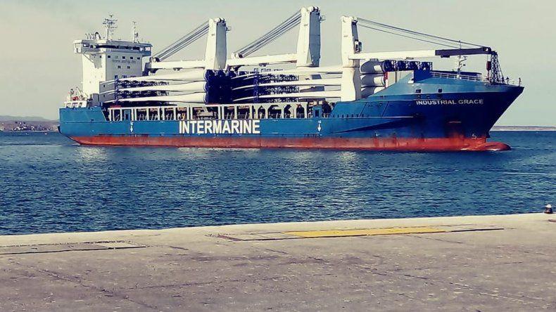 Arribó un segundo buque mercante con partes de molinos eólicos