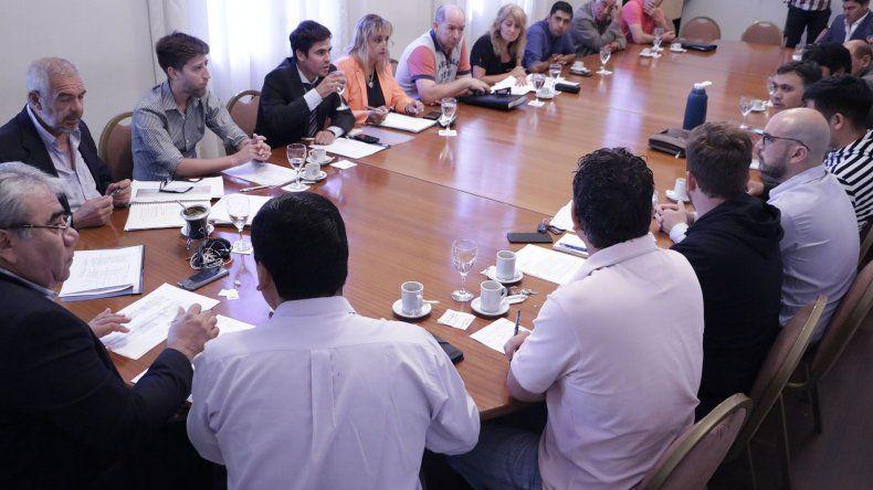 La reunión que funcionarios provinciales mantuvieron ayer con intendentes y jefes de comunas rurales.