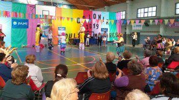En el colegio Dean Funes comenzó ayer la Colonia de Vacaciones para adultos mayores.