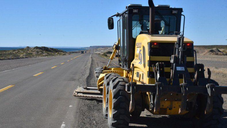 Vialidad Nacional reanudó ayer los trabajos de reparación del antiguo trazado de la Ruta 3. La primer tarea consistió en el reacondicionamiento de banquinas en inmediaciones del ex obrador de CPC.