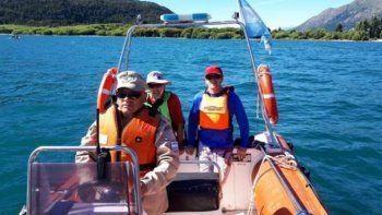 Prefectura rescató a dos navegantes en Lago Puelo